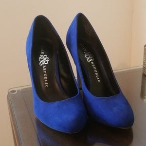 Rock & Republic Blue Suade Heels Size 7